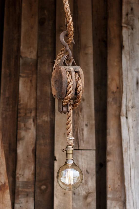El Conjunto Vela Colgante Luz Rustico Granero De Madera Etsy With Images Rustic Pendant Lighting Pulley Lamps
