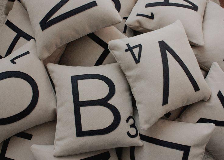 1 Scrabble lettera cuscino caso solo / / Scrabble Tile cuscino / / lettera cuscino cuscino di dirtsastudio su Etsy https://www.etsy.com/it/listing/61749581/1-scrabble-lettera-cuscino-caso-solo