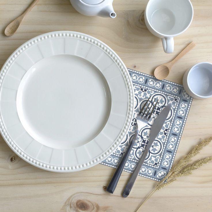 Condimenta tu mesa con nuestros Posavasos. ·Modelo Clásico Posavaso Pinta_Blu· #adamaalma #posavasos #coaster #vinilo #design #baldosas #baldosashidráulicas #decor #decoración #mesa #table