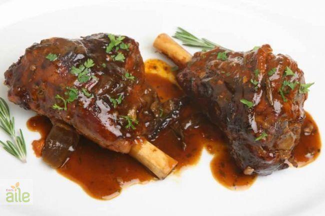Kuzu incik tarifi... Kuzu incik tarifine menünüz de yer vererek, sofralarınızda bir değişiklik yapın. http://www.hurriyetaile.com/yemek-tarifleri/et-yemekleri-tarifleri/kuzu-incik-tarifi_1680.html