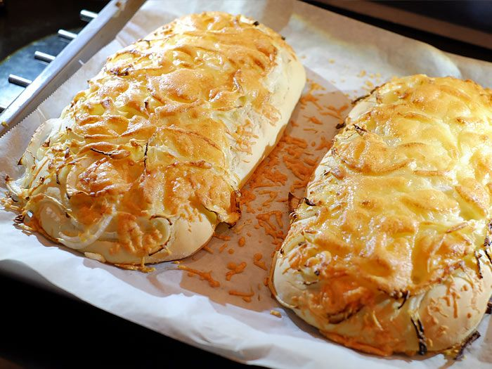 Een wel heel makkelijk kaas uienbrood