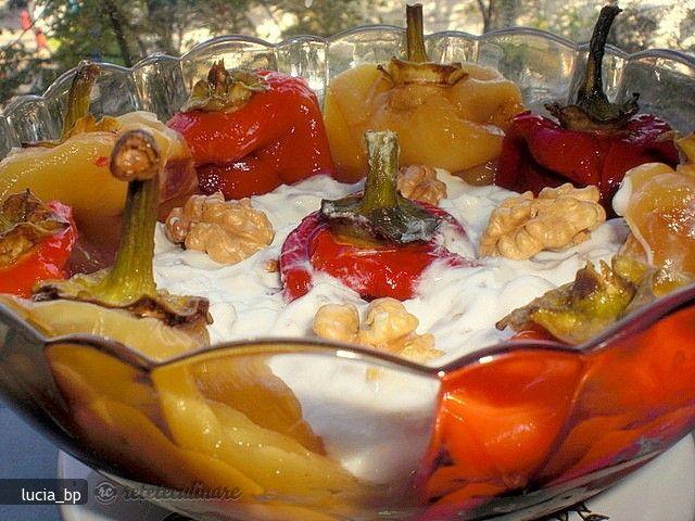 Salata de Ardei Copti cu Smantana, Nuca si Mujdei