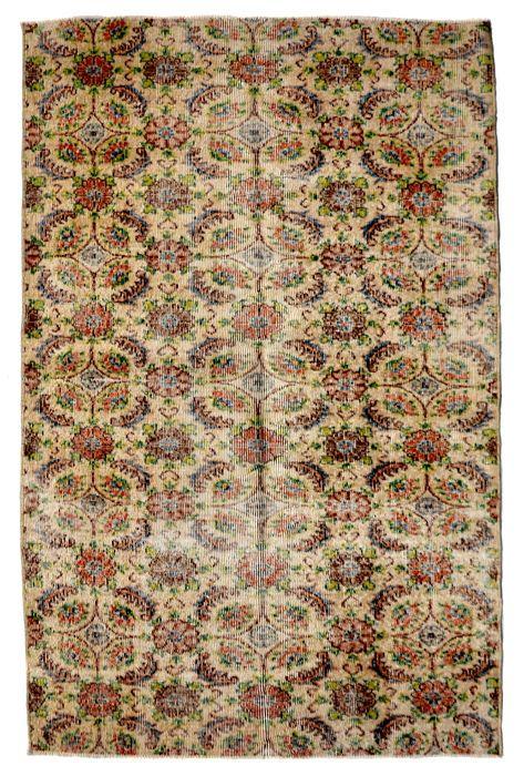 recoloured vintage tapijten en patchwork tapijten  Vintage recoloured en patchwork tapijten handgemaakt in Turkije gemaakt van 100% wolKleur: beigeGrootte: 227 x 110 cm  EUR 100.00  Meer informatie