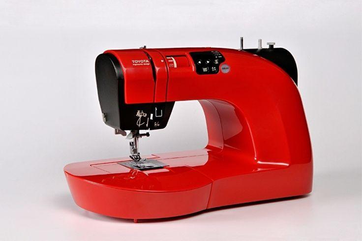 De naaimachine waarmee u  met de vrije hand kunt borduren  De Oekaki, wat tekening betekent, is een complete naaimachine die naast alle normale naaiwerkzaamheden speciaal toegerust is om uit de vrije hand te kunnen borduren. Hierdoor heeft u creativiteit geen grenzen meer en kunt u uw eigen fantasie de vrije loop laten.