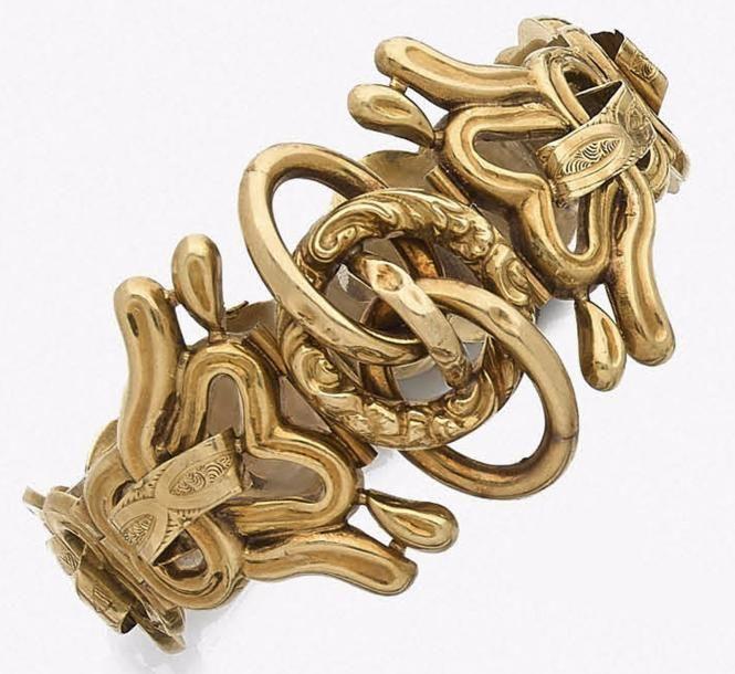 Bracelet articulé en boucles d'or 18K (750‰) et motifs imbriqués. Travail français du milieu du XIXe siècle. Longueur : 18,3 cm environ. Poids : 41 g (on joint un maillon supplémentaire, enfoncements)… - Ader - 31/05/2017
