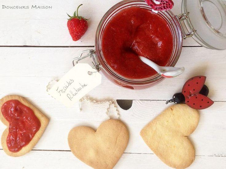 Découvrez la recette Compote rhubarbe fraises et sablés au citron sans gluten sur cuisineactuelle.fr.