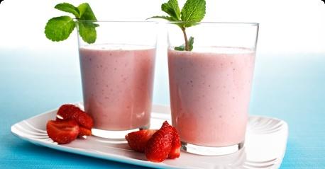 Raparperi-mansikka smoothie