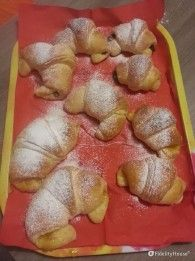 Le treccine di brioche sono un'ottima idea per la colazione o la merenda di tutta la famiglia, in particolare dei più piccoli. Ecco la ricetta