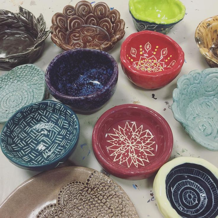 K guys, I need your help. The 3rd annual #EmptyBowls dinner is next Thursday, May 4th at North High, 6-8pm. This is a wonderful community event supporting our local food pantries. We could use some student volunteers that evening to welcome guests, help set up, etc. If you have some time to give, pretty please, see me!