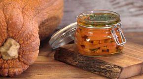 Ricetta Zucca marinata in agrodolce: Zucca marinata in agrodolce, un modo semplice e gustoso per conservare la zucca tutto l'anno e averla a disposizione in qualsiasi momento ci venga voglia di mangiarla.