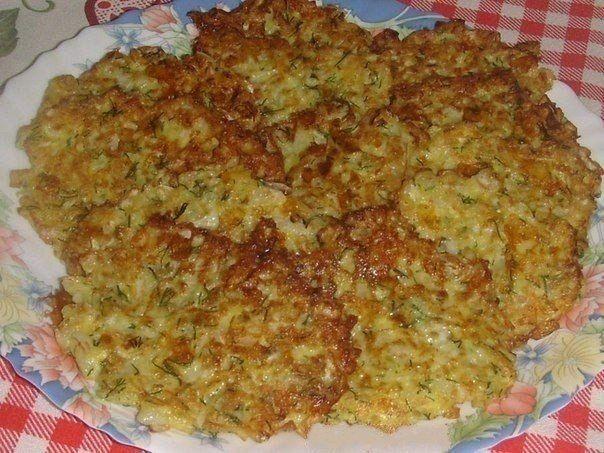 Капустные оладушки с сырком. Ингредиенты:Капуста-300 гр.Яйцо,Сыр(твёрдый)-50 гр.(натереть),Мука-2 стол.ложки,Разрыхлитель-0.5 ч.л.,Зелень,соль,Сметана-1 стол.лож…