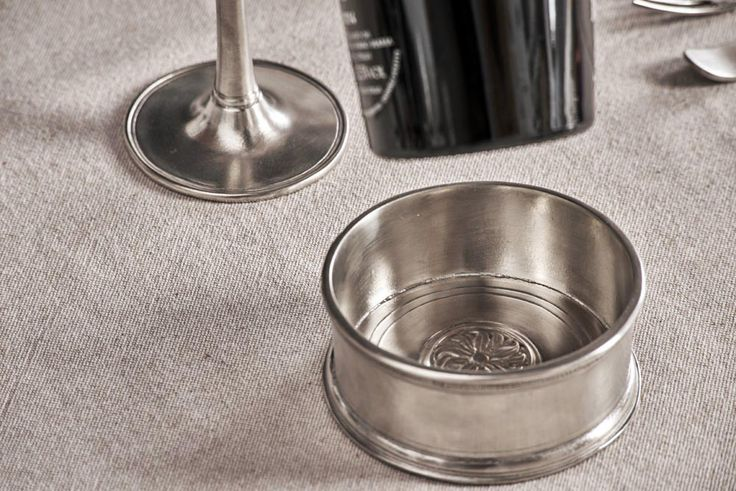 Pewter Wine Bottle Coaster - Diameter: 10cm (3,9″) - Food Safe Product - #pewter #wine #bottle #coaster #peltro #sottobottiglia #zinn #flaschenuntersetzer #flaschen #untersetzer #étain #etain #dessous #sous #bouteille #peltre #tinn #олово #оловянный #tableware #dinnerware #table #drinkware #barware #accessories #decor #design #bottega #peltro #GT #italian #handmade #made #italy #artisans #craftsmanship #craftsman #primitive #vintage #antique
