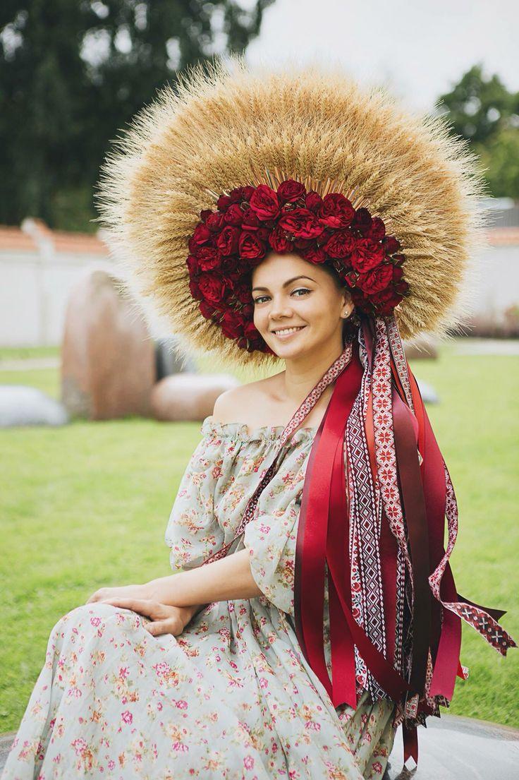 Украинский свадебный венок. Дипломная работа на звание Мастер. Ukrainian folk bridal wreath-crown.