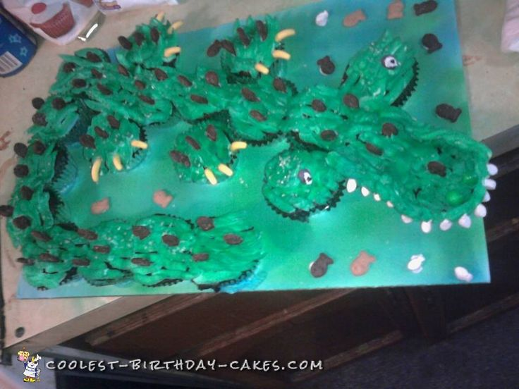 Cool+Alligator+Cupcake+Cake