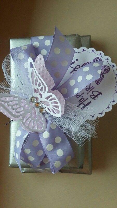 Pacco regalo con farfalla