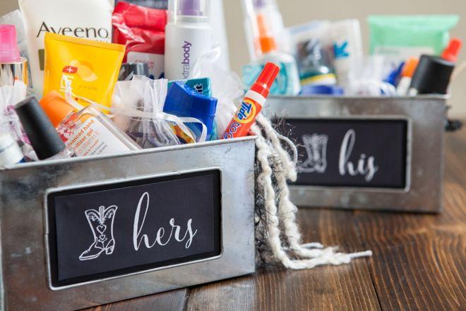DIY Wedding // How to make a bathroom emergency kit + free sign printables!