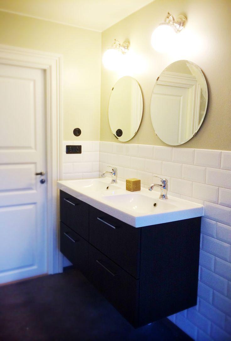 Jag är så nöjd med vårt nya badrum! Kommod och speglar från IKEA. Lampor från Karlskrona lampfabrik.