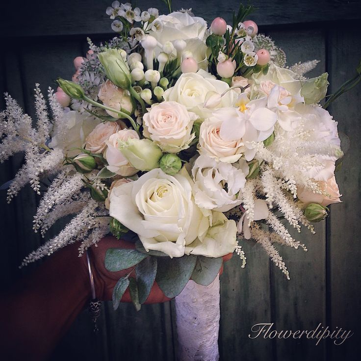 Power of white #flowerdipity #white #elegant #bride #bouquet #orchid #roses #happy #wedding #event