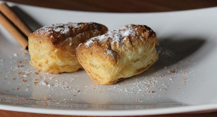 Brioche alla crema con cannella. ricetta greca