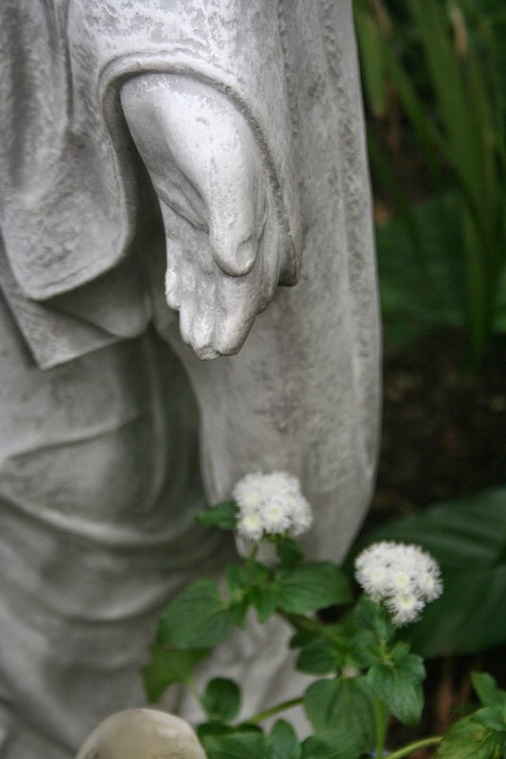Cloister of the Heart : MONDAYS WITH MARY