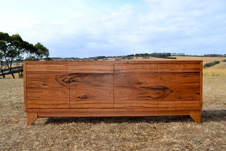 knot in recycled Messmate timber