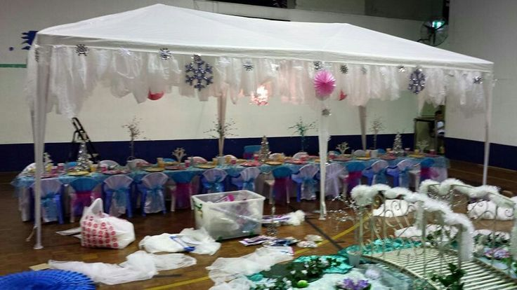 Set up of Frozen party