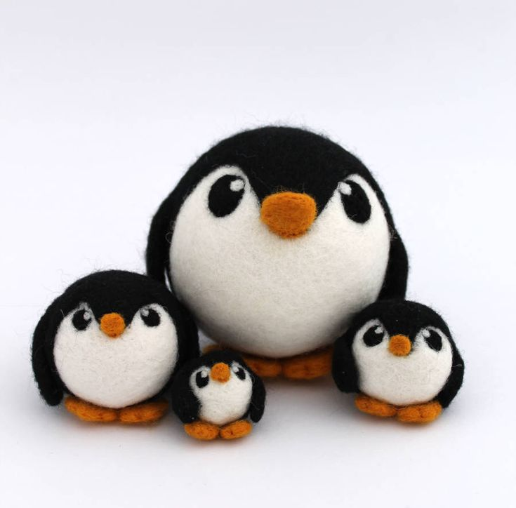 Große Nadel gefilzter Pinguin