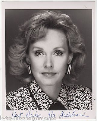 PIA LINDSTROM SWEDISH JOURNALIST TV ACTRESS VINTAGE AUTOGRAPH SIGNED PHOTO