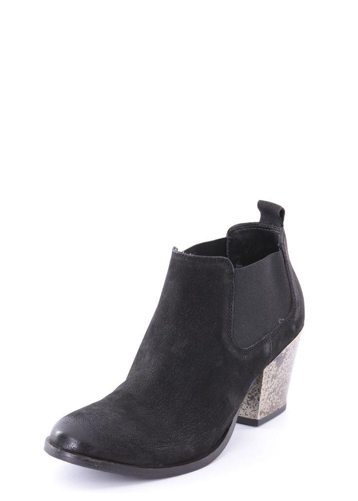 MARUTI * Schuhe & Stiefel * Stylische Stiefeletten aus zartem Leder im Vintage-Look   Timeless Chic ... mit seitlichen elastischen Einsätzen, kurzem Schaft und dekorativem Absatz. Die Stiefelspitze ist abgerundet, die Sohle aus rutschfestem Gummi. #maruti #footwear #boots #shoes #stiefel #schuhe #onlineshopping