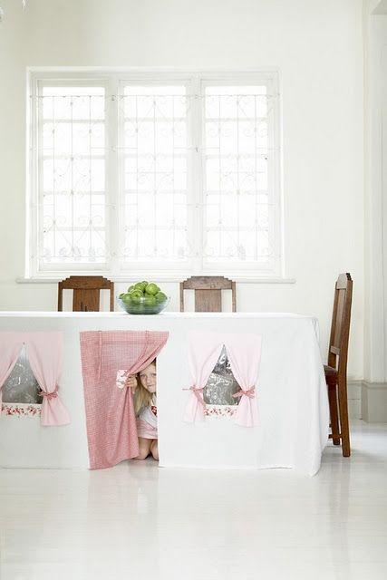 Mantel casita de juegos.  Table cloth playhouse.