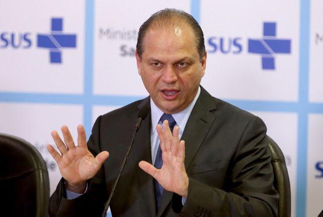 """Ministro da Saúde revolta internet ao dizer: """"Brasileiros que usam o SUS 'inventam' doenças"""""""