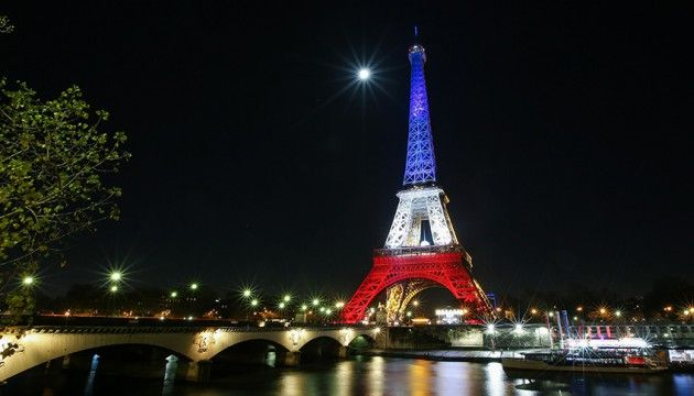 http://leplus.nouvelobs.com/contribution/1459430-attentats-danoise-je-veux-devenir-francaise-par-solidarite-c-est-un-acte-civique.html