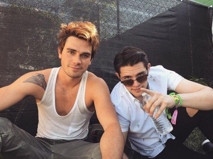 Pinterest: hily katz ★ | Riverdale, Rapazes bonitos, Rapazes
