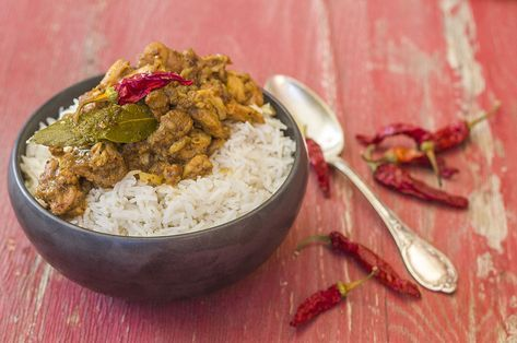Il pollo vindaloo è un piatto della cucina indiana, importato a Goa da i commercianti di spezie portoghesi, se amate il piccante è il piatto che fa per voi.