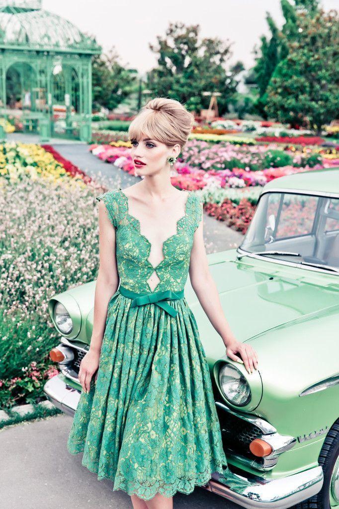 若草色ドレスで、春を楽しんじゃおう♡しあわせ花嫁さんにおすすめドレス7選!にて紹介している画像