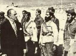 Ο πρωθυπουργός Γεώργιος Παπανδρέου επιθεωρεί τμήμα του Ε.Λ.Α.Σ. (Οκτώβριος 1944)