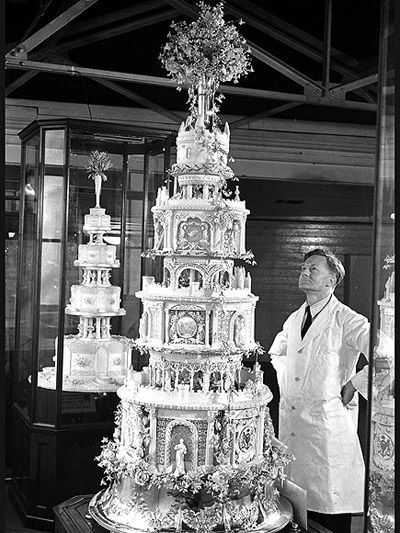 This is the image of the meticulous wedding cake of King George VI and Elizabeth Bowes-Lyon on April 26, 1923.