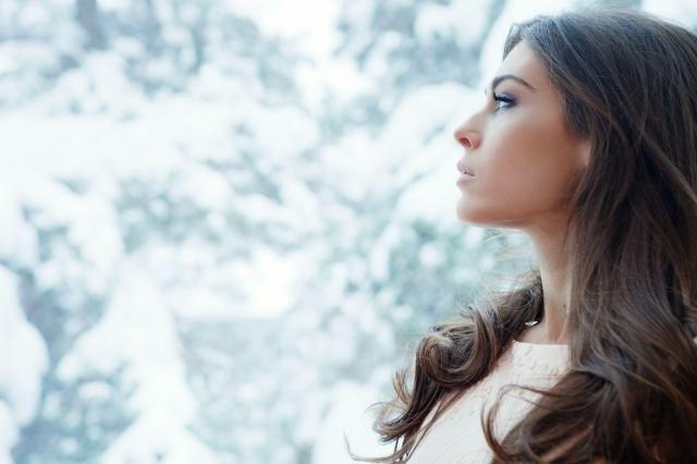 Zdrowe i pełne blasku włosy zimą - proste wskazówki, których musisz się trzymać #WŁOSY #ZIMĄ #PIELĘGNACJA #WŁOSÓW