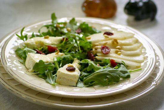 Салат из груши и бри