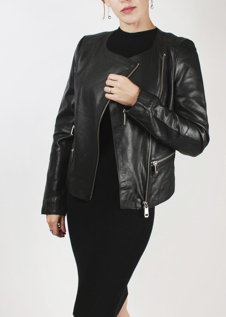 Всем #добройночи, а мы продолжаем оповещать вас от скидках на некоторые модели курток! Черная #куртка с открытой горловиной, осталась в одном размере на 44-46 #кожаныекуртки #косухи #скидки #распродажа #sale #красивыевещи #стиль #мода #красивыелюди #имидж #стильная #красивая #модная #началонедели #шопиги #магазины #многокурток #покупатьпросто #доставкапомоскве