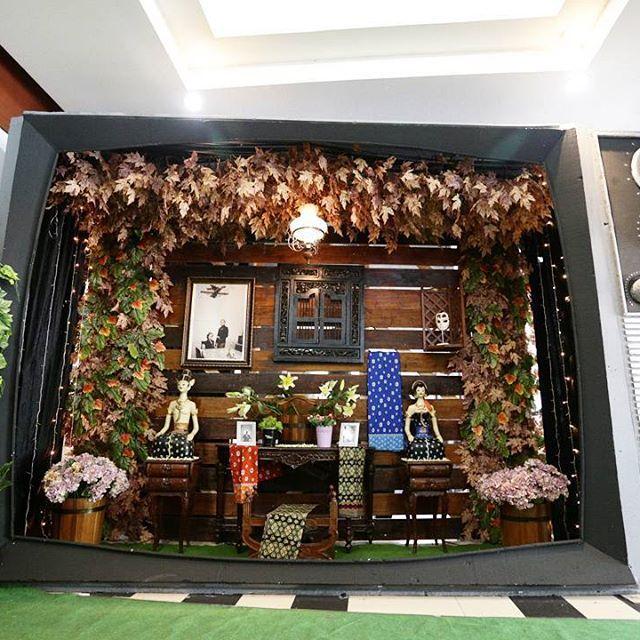 Javanese Gallery Photo. #aksendekor #adatjawa #pernikahan #pernikahanindonesia #pernikahanjawa #javanesewedding #biofarma #inspirasipernikahan #inspirasipernikahanjawa #kebaya #kebayabeludru #kebayabeludruhitam #inspirasikebaya #thebridestory #thebridedept #thebridebestfriends #myweddingprep #dekor #dekorasi #dekorasipernikahan #dekorasipernikahanjawa #dekorpelaminanjawa #pelaminan #pelaminanjawa #gebyok #gebyokcoklat #gebyokklasik #venijali #veni8rizaldi
