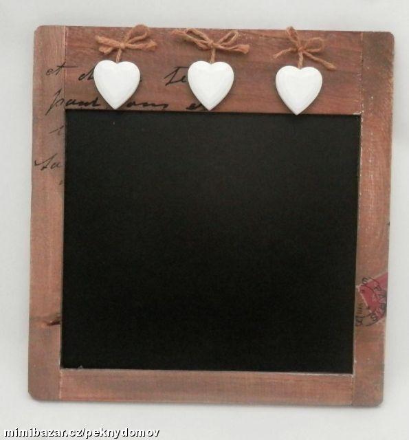 Dřevěná tabule se srdíčky 28 x 29 cm