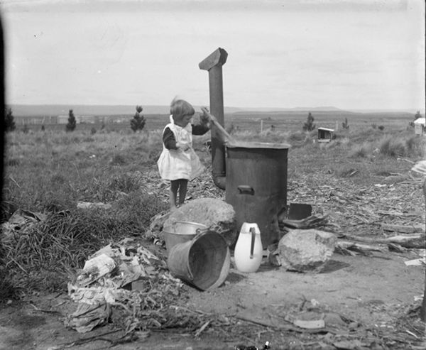 3 year old doing laundry in 1910