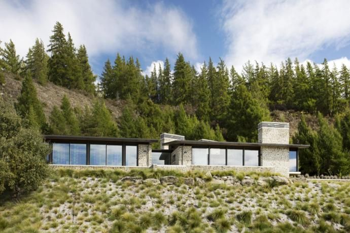 Home designed with two pavilions makes the most of lake and mountain views, an article at myTrends.