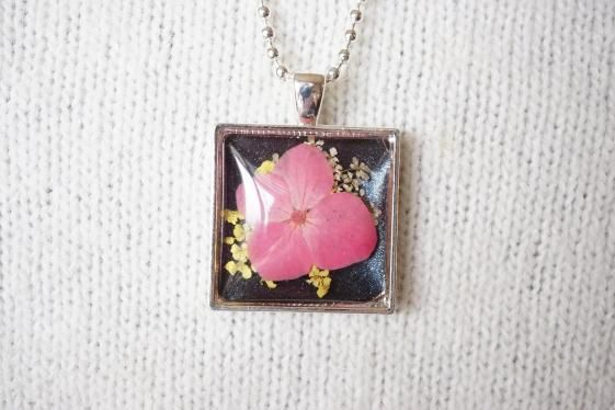 Round She Goes  Handmade Jewellery  - Market Place - Handmade Pink Hydrangea Flower Silver Pendant Necklace