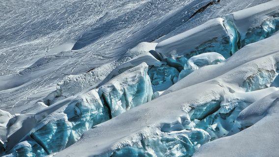 Abstract: Detail van de Fee Gletsjer bij Saas-Fee in Wallis