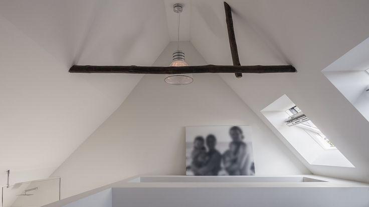 verbouwing-renovatie-woonboerderij-houten-spant-in-slaapkamer
