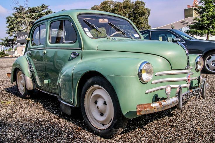1) 4CV Renault - d'occasion - petit prix, batterie en prêt, chauffage démonté !