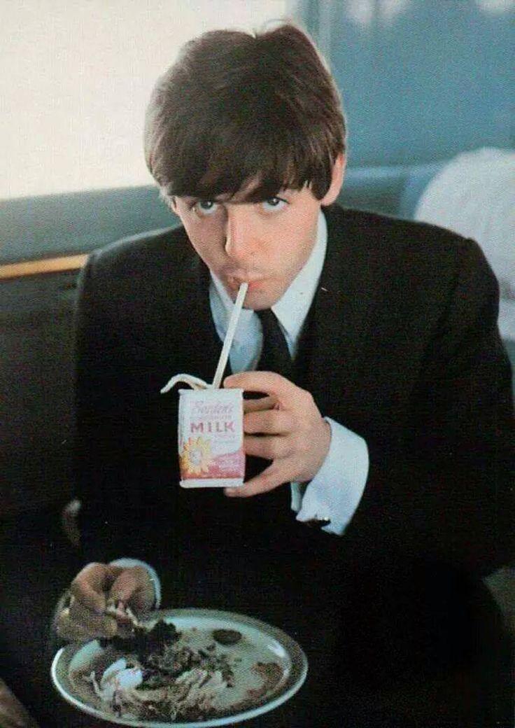Merci pour cette photo. Rendez-vous sur https://yellow-sub.net pour découvrir toute la vie et l'oeuvre des Betalkes, paul McCartney, John Lennon, George Harrison et Ringo Starr
