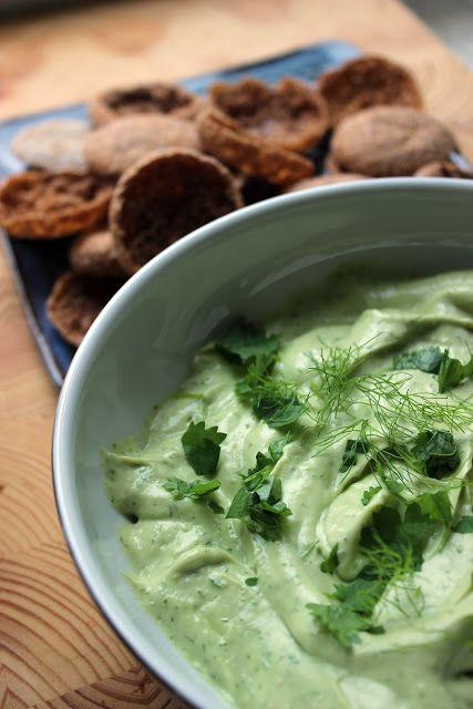 Kulinaari: Helppo kermainen avokadodippi